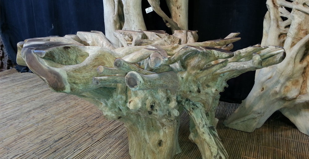 Un meuble design en bois, repéré lors d'un accompagnement shopping