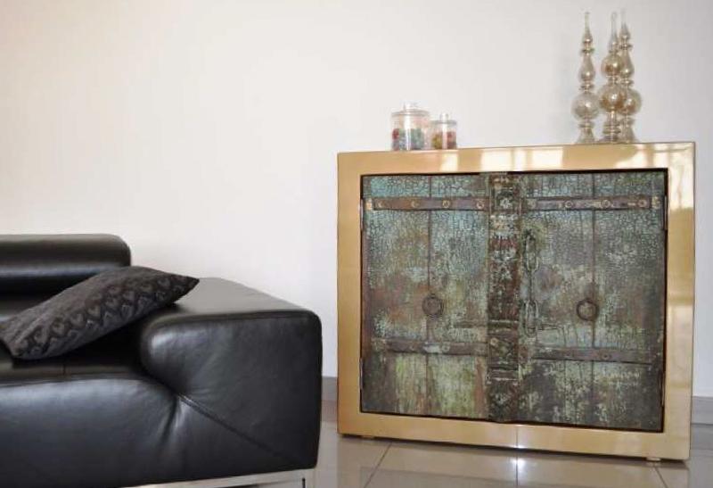 Exemple d'un meuble indien laqué